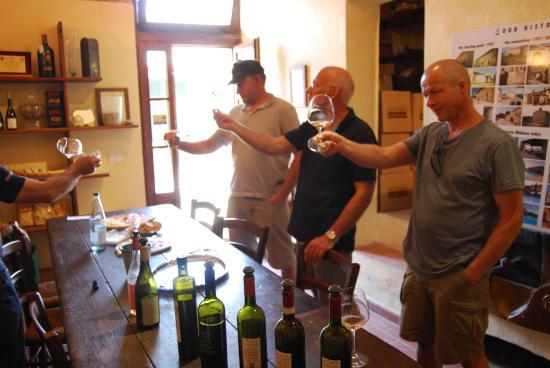 Fattoria Fibbiano: Vinsmagning med lækert tilbehør. Bræd, ost skinke.