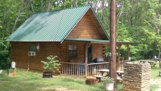 Deep Valley Campground : This is the cabin they rent with full utilities and TV, kitchen, loft with a double bed and a sl