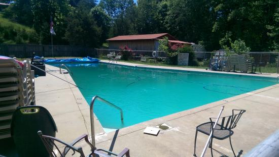 Deep Valley Campground : Here is the pool. They were just getting it ready to open when we were there.
