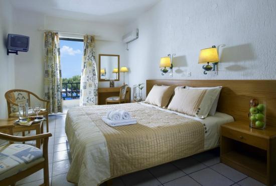 Piastrelle Si Staccano Da Muro Foto Di Malia Bay Beach Hotel