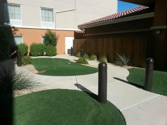 Homewood Suites Yuma : kleiner Golfplatz