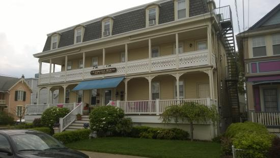 The Carriage House Bed & Breakfast: Front