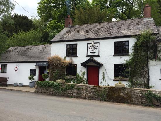 Bettws Newydd, UK : Charming country inn