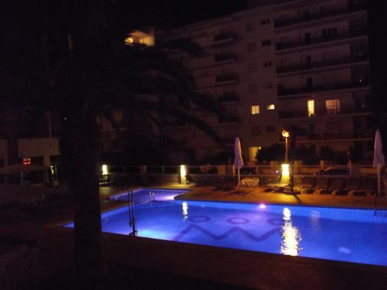 Hotel Monterrey : piscine de nuit