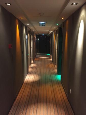 Hôtel Mercure Paris 15 Porte de Versailles : couloir d'accès aux chambres