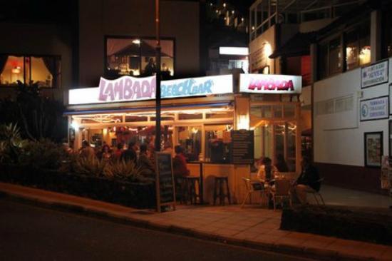 Brena Baja, Spanien: Lambada Beach Bar at night