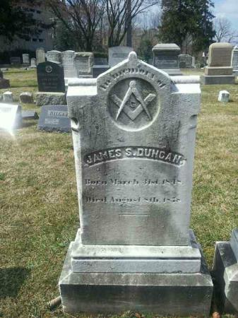 Divine's Gravesite, Prospect Hill Cemetary: one of hundred masonic tombs