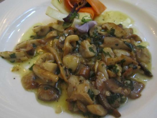 Ristorante Savini: Mixed mushrooms sautéed in garlic, parsley & white wine