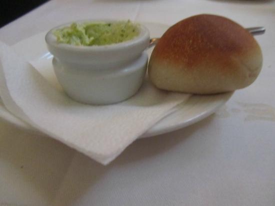Ristorante Savini: Small roll and garlic butter