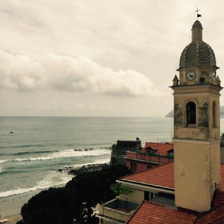 Hotel Lido: Ch 406 vue latérale mer