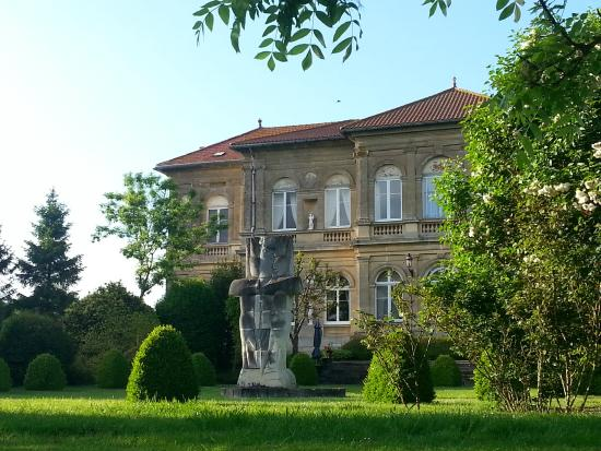 Chambres d'Hotes Chateau de Serans: Le chateau de Sérans (façade sud)