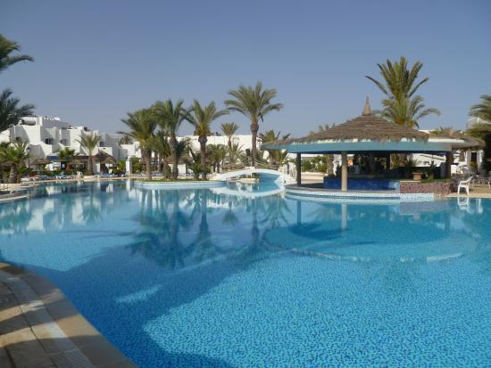 La piscine avec les toboggans photo de fiesta beach club for Piscine ensisheim