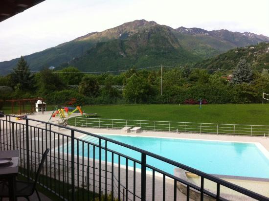 Residence & SPA Villa Paradiso : Uitzicht vanaf het balkon op het zwembad