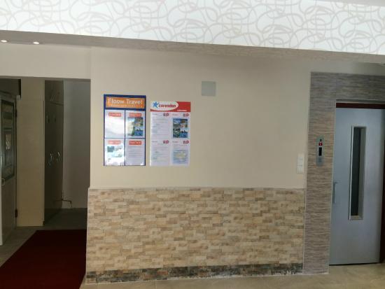 Saturn Hotel: lobby