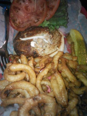 Bummz On The Beach : Crab cake sandwich
