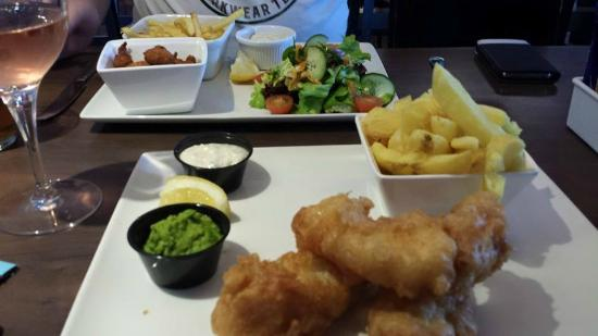 The Huntsman Inn: Lunch. Cod & chips with pea puree & lime tartar. Beautiful tasty & home cooked