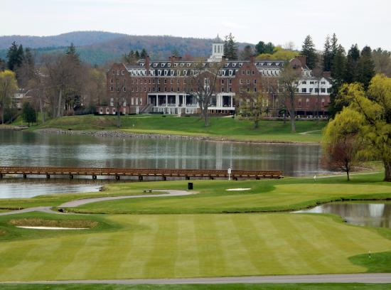 Leatherstocking Golf Course : From the teebox looking back to the Otesaga Hotel