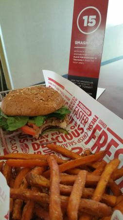 Smashburger: Grilled Chicken on Whole Wheat Bun