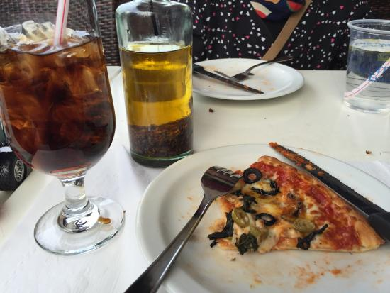 Pizzeria Jacques Cartier : 3 cheese pizza with vegetables