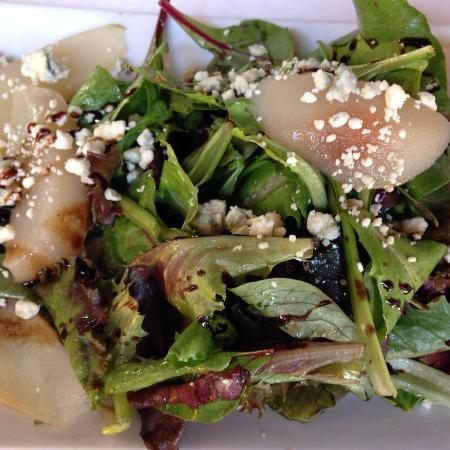 Voila: Salad with pears and gorgonzola cheese