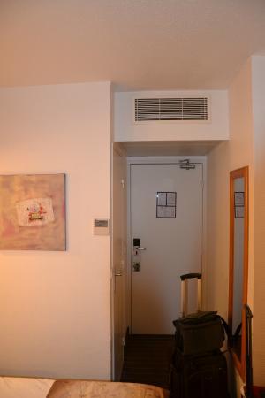 Ibis Styles Paris Voltaire Republique: Eingang #50