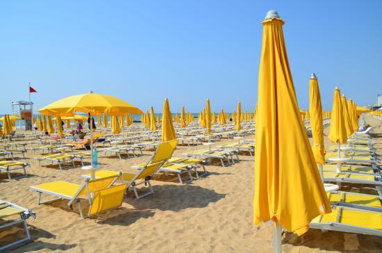 Hotel Delle Mimose: equipements de la plage de l hotel