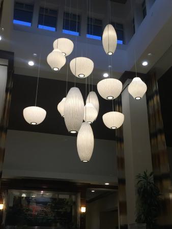 Hilton Garden Inn Rockford: Lobby - nice lighting