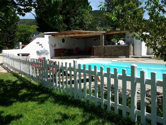 Puget-Ville, France: pool/garden