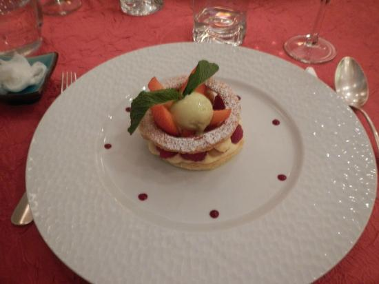 Les Petits Gobelins: Dessert with framboise, fraise, pistache ice cream, and pastry