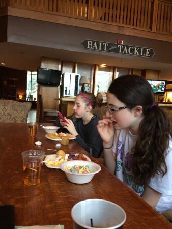 وايلدوود لودج: Girls having breakfast