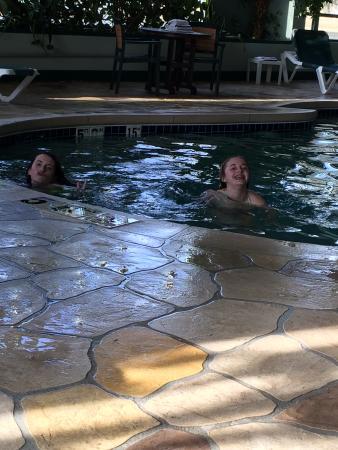 وايلدوود لودج: In pool...
