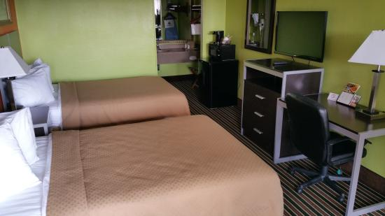 Motel 6 Lafayette: TWO BED