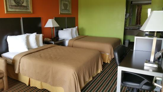 Americas Best Value Inn & Suites - Lafayette North/I-10 : TWO BED