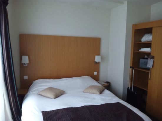 Kyriad Mulhouse Centre : La cama