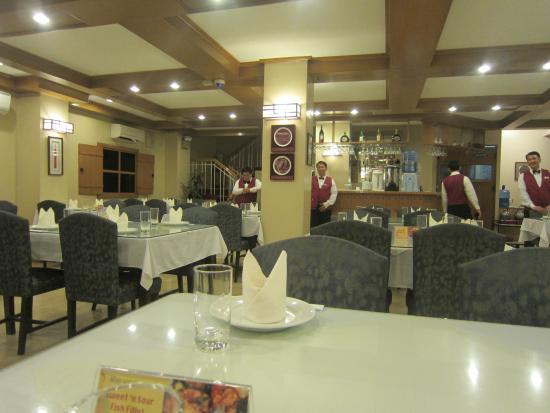Korea Garden Restaurant : resto interior w/attentive staff