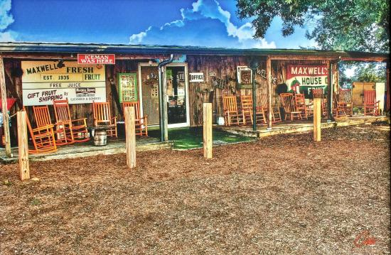 Maxwell Groves Country Store