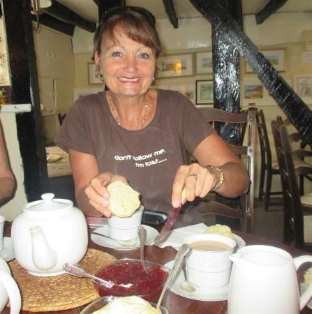 Newton Poppleford, UK: Marvellous cream tea, best in Devon.
