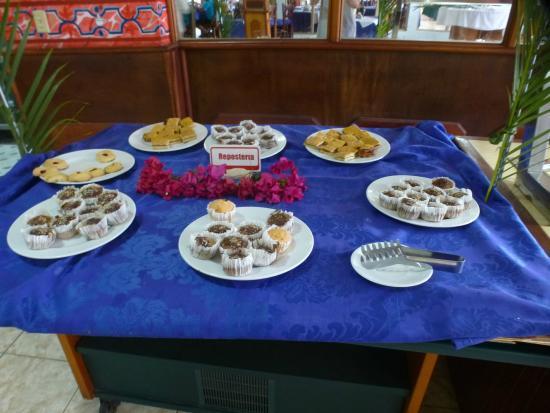 Villa Islazul El Bosque: The dessert buffet for breakfast