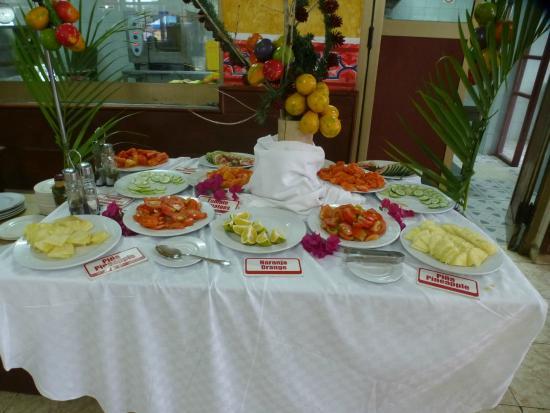 Villa Islazul El Bosque: The fruit buffet for breakfast