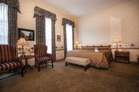 DeSoto House Hotel: Guest Room