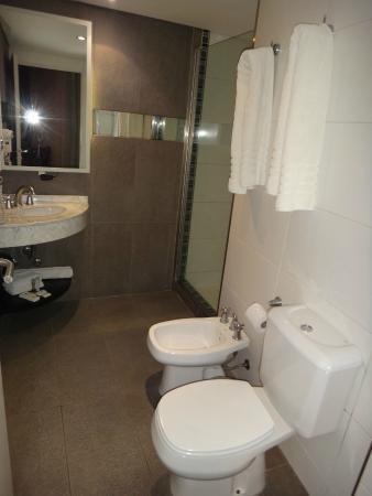 Fertilia Downtown Apartamentos: Banheiro