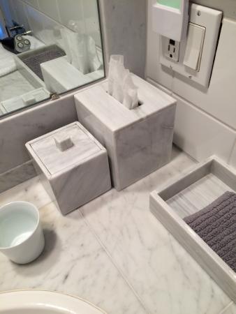 Hidden Valley Bed & Breakfast: marble bath accessories, not plastic