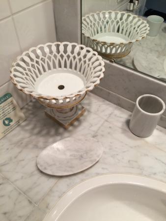 Hidden Valley Bed & Breakfast: more marble bath amenities, elegant high end