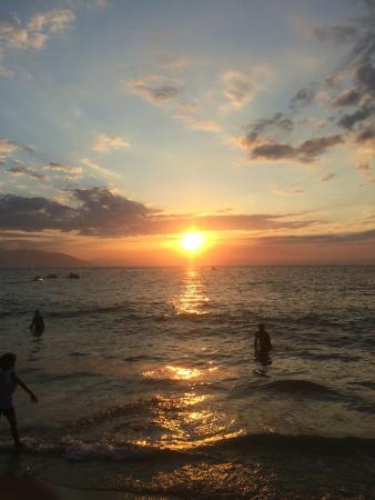 White Beach Resort: PG Sunset