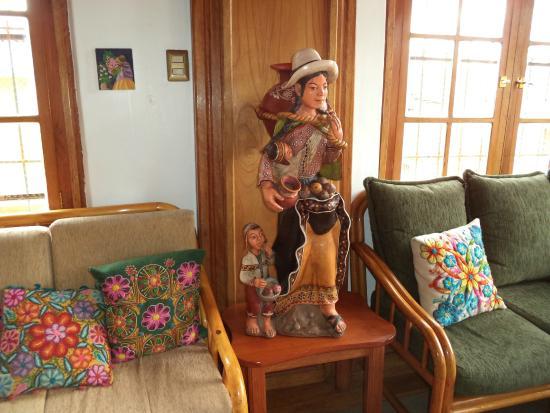 Don Bosco Hotel: Sala de espera na recepção