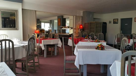 Le Privilège : The dining room at breakfast