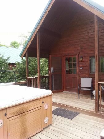 Shenandoah River Outfitters, Inc. : Porch and balcony