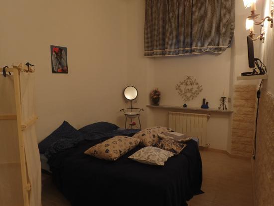 I Colori di Mag: première chambre (désolé on a fait la photo que le matin... après avoir dérangé le lit...)