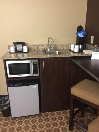 Microtel Inn & Suites by Wyndham Buckhannon: Very spacious suite!