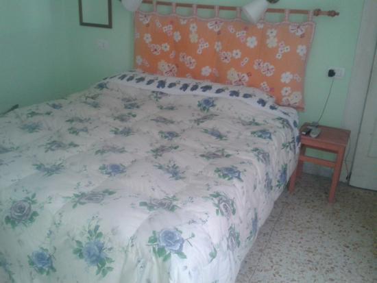 Fiori di Napoli : My delightful ( if mismatched ) bedroom
